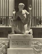 Puck statue (photo)
