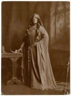 Julia Marlowe as Lady Macbeth [in Shakespeare's Macbeth] [graphic].