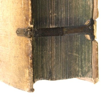 Clasp and fore-edge (detail), N7831 D8 1592 cage.