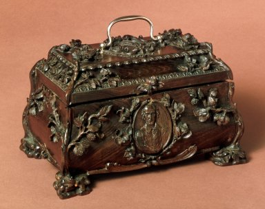 Tea caddy surmounted with carving of mulberry leaves and berries, wrongly attributed to Thomas Sharp