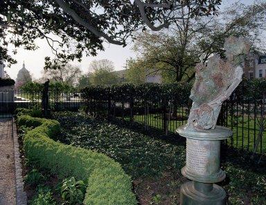 Wyatt Statue wih Capitol