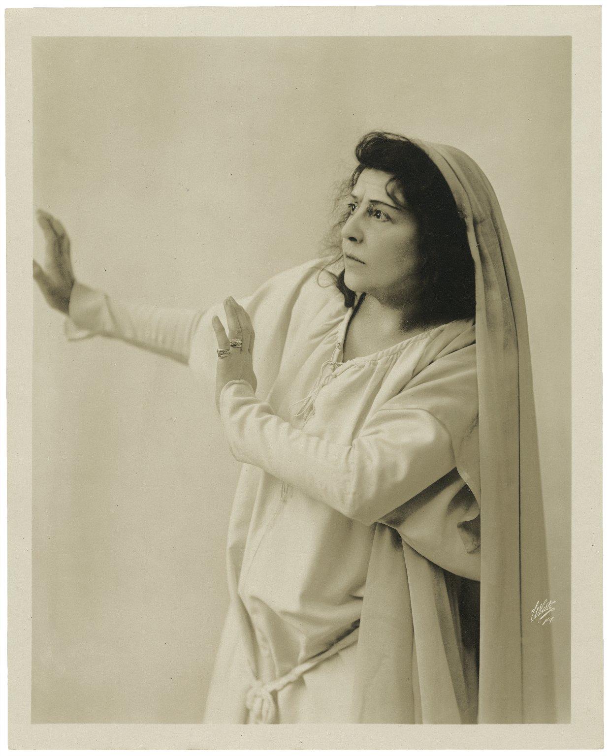 [Miss Viola Allen as Lady Macbeth] [graphic] / White, N.Y.