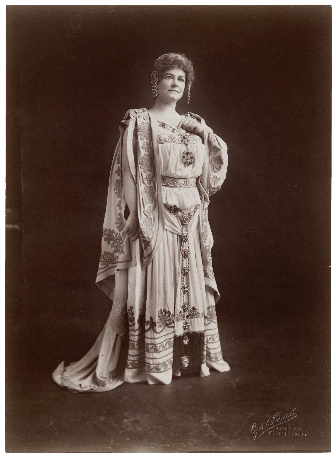 Miss Drofnah as Hermione [in Shakespeare's Winter's tale] [graphic] / G.V. Buck.