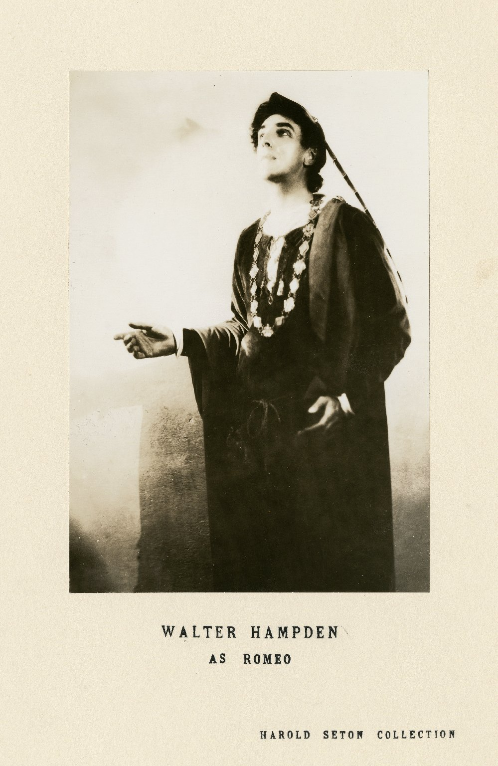 Walter Hampden as Romeo [in Shakespeare's Romeo and Juliet] [graphic].