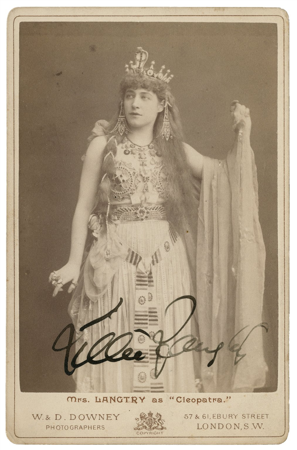 """Mrs. Langtry as """"Cleopatra"""" [in Shakespeare's Antony and Cleopatra] [graphic] / W. & D. Downey, photographers."""