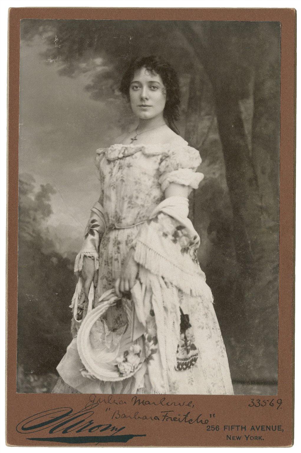 "Julia Marlowe [as] ""Barbara Freitche"" [graphic] / Sarony."