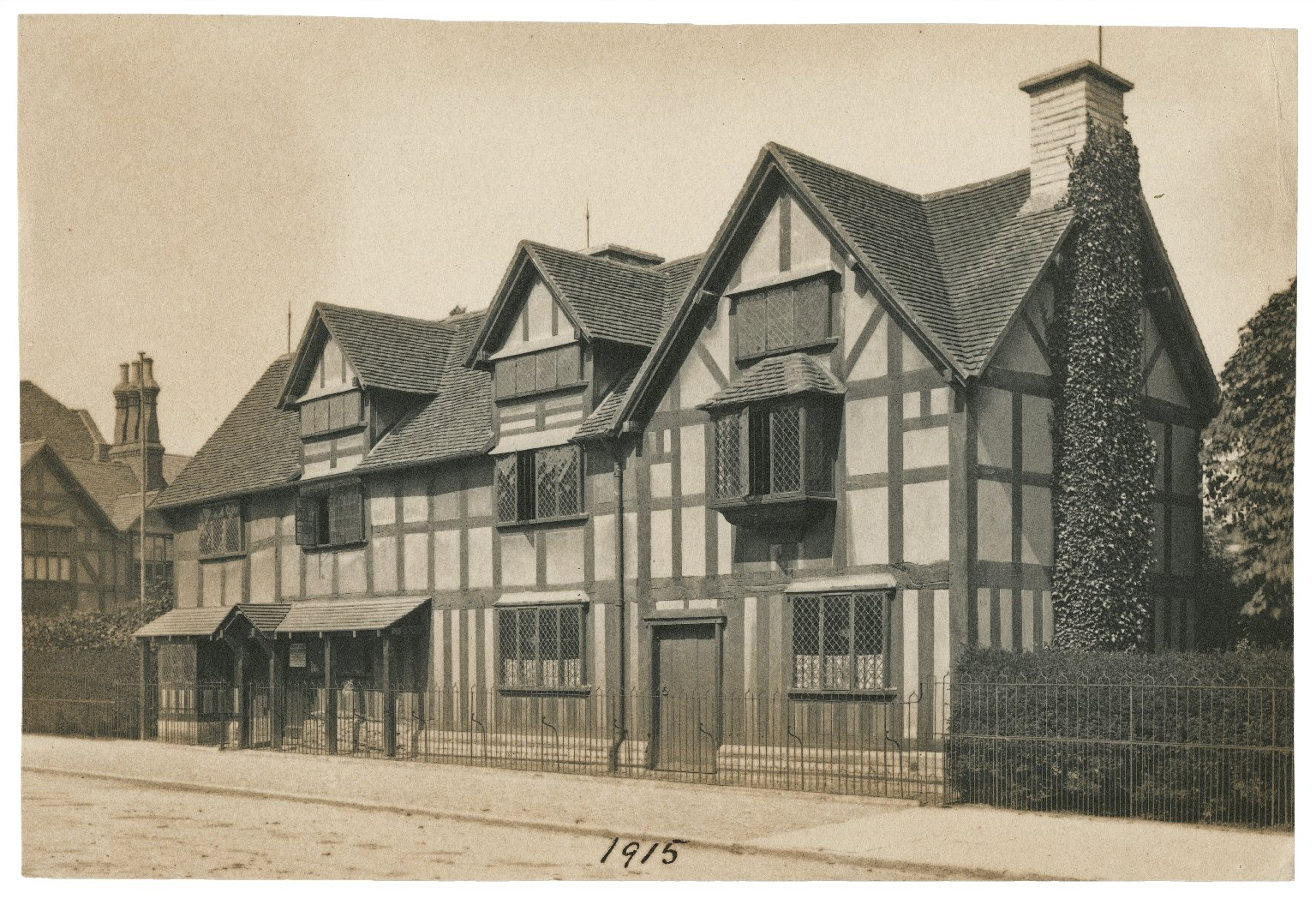 Shakespeare's birthplace, exterior views [graphic].