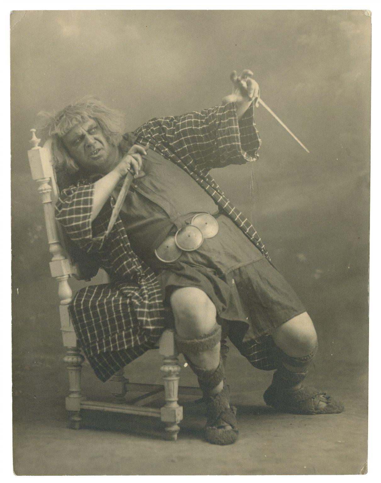 [Emilios Veakis as Macbeth, in the Kotopoulis' Theatre production] [graphic].