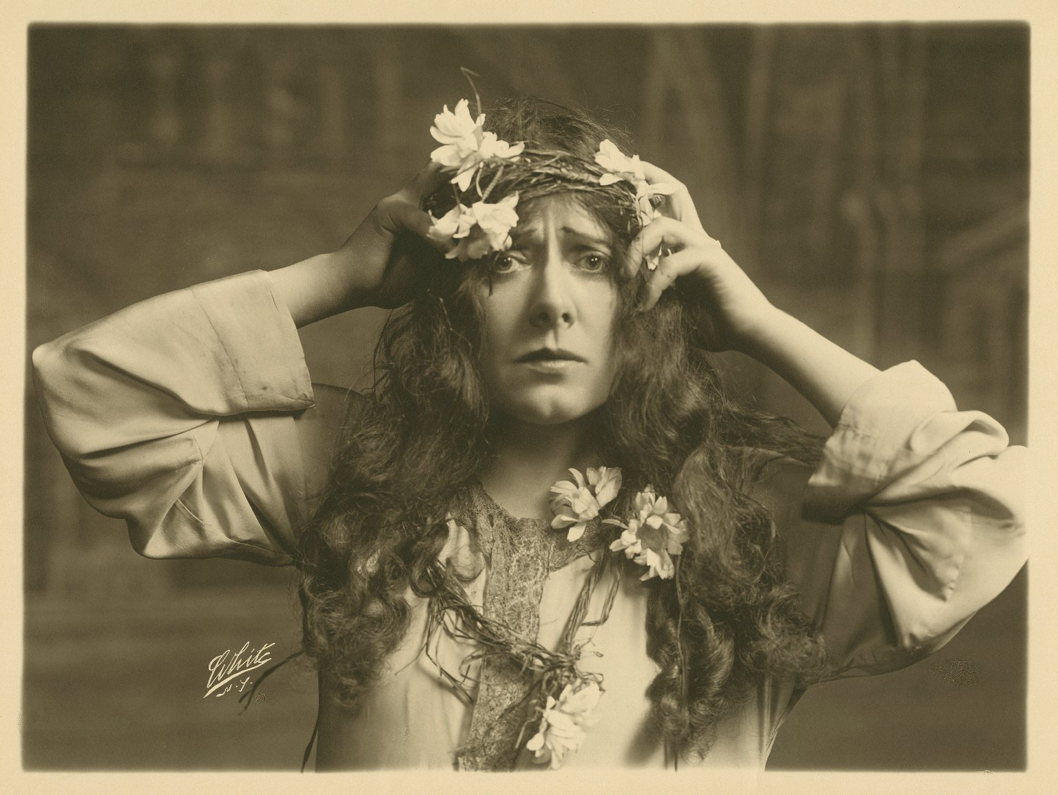[Julia Marlowe as Ophelia in Shakespeare's Hamlet] [graphic] / White.