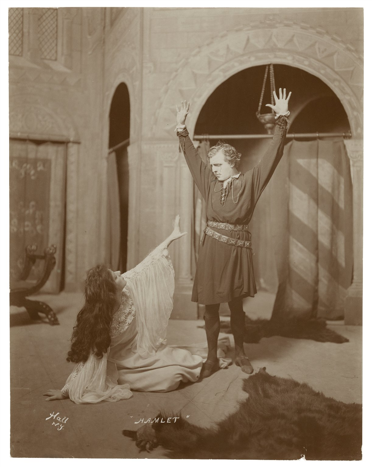 [8 photographs of a production of] Hamlet [starring E.H. Sothern as Hamlet and Julia Marlowe as Ophelia] [graphic].