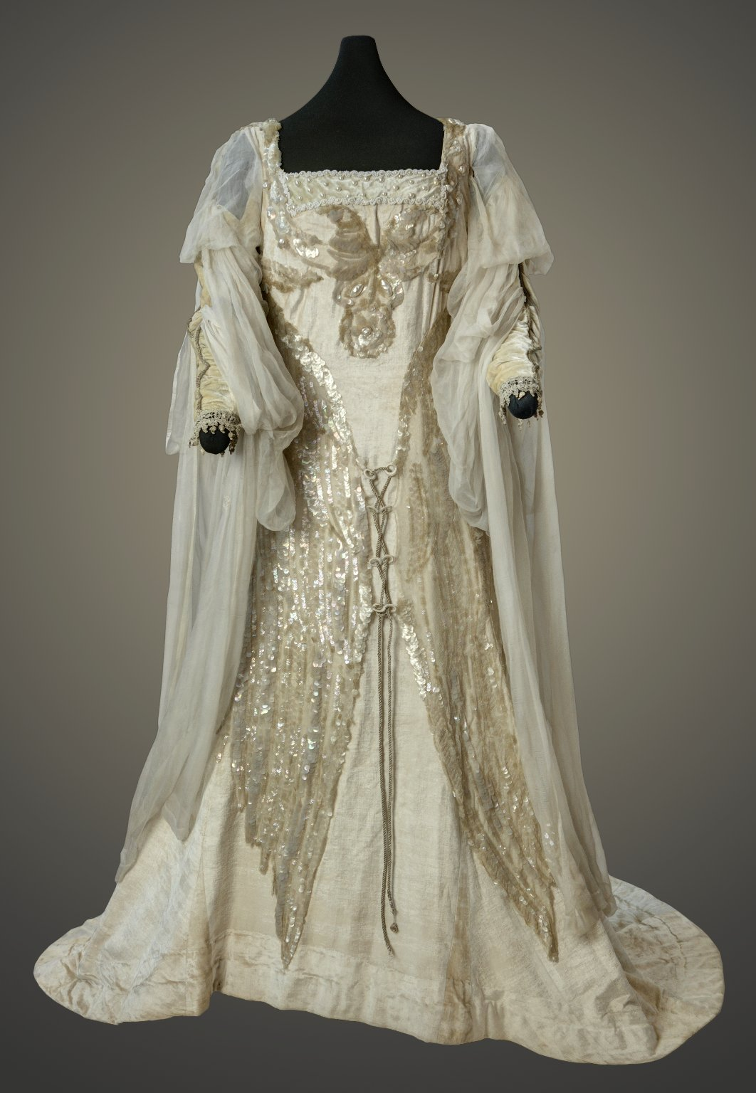 Costume worn by Julia Marlowe in the role of Juliet, White silk velvet and iridescent scale dress